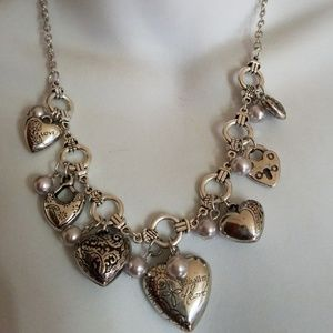 Jewelry - Pearls of hearts necklace